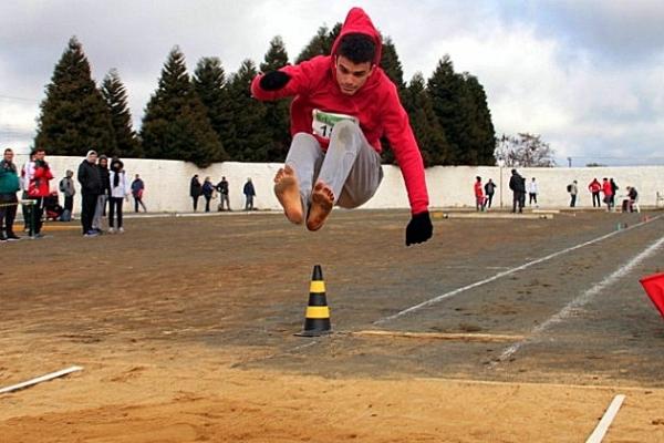 Brusquense salta descaço e fatura medalha de ouro no JESC em Curitibanos (Foto: Heron Queiroz/Fesporte)