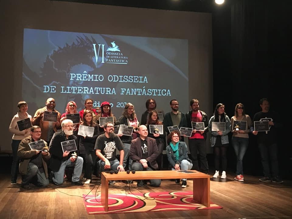 Saulo entre os escritores premiados na 6ª edição da Odisseia de Literatura Fantástica (Foto/Divulgação)