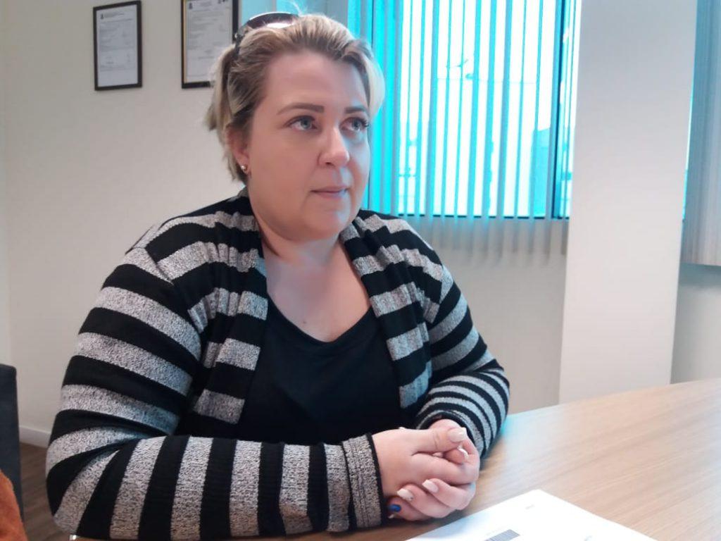 Professora Fernanda Schulenburg responsável pelo protocolo da denúncia junto ao Ministério Público