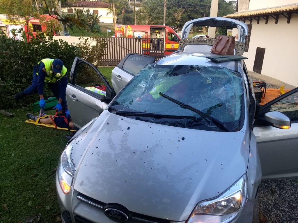 Acidente ocorreu na rua Francisco Sassi, no bairro Jardim Maluche. no final da tarde desta sexta-feira, 9.