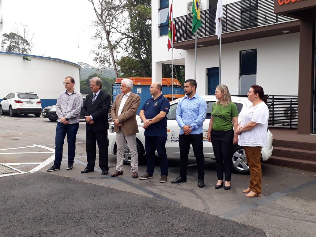 Entrega de veículo Defesa Civil e Escola Charlotte ocorreu na sexta-feira