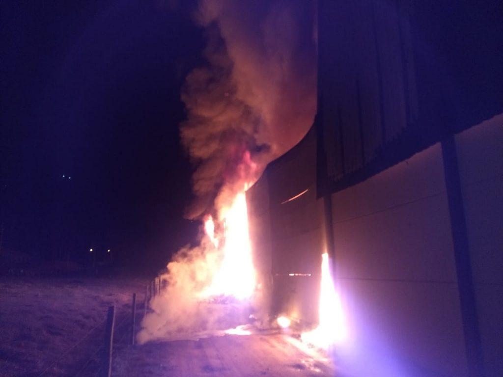 um incêndio de grandes proporções que destruiu a empresa CS Malhas