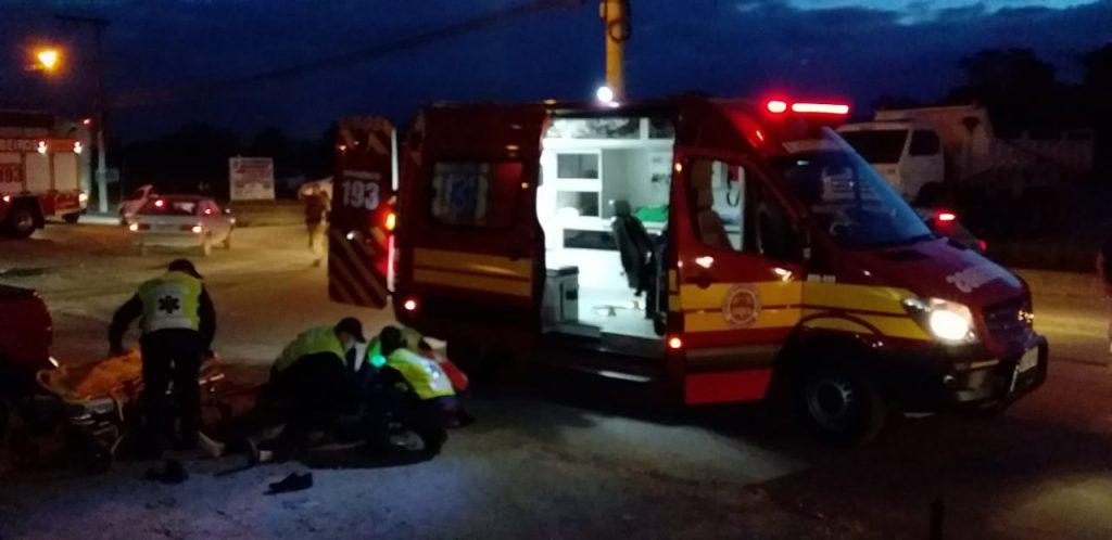 Motociclista fica ferido em acidente na Rua Itajaí (Foto: Corpo de Bombeiros)