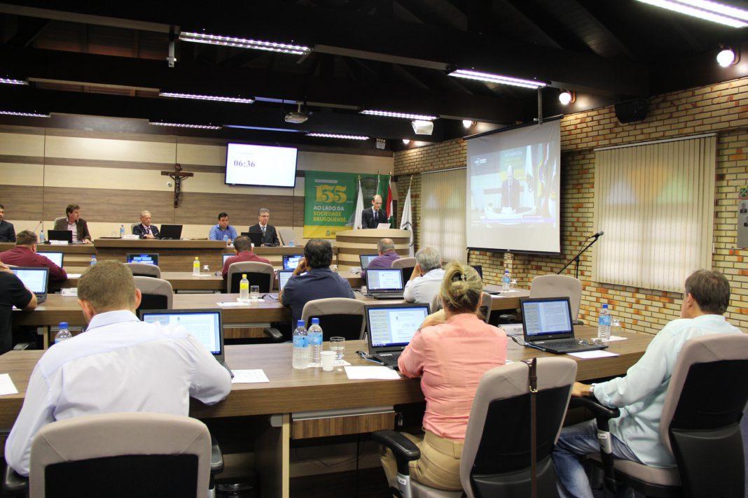 Câmara: Entre discussões, aprovadas alterações para os cargos comissionados