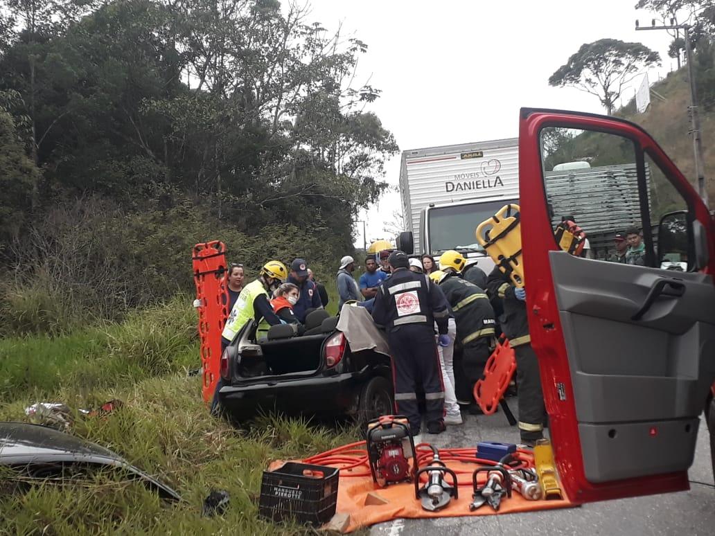 Forte colisão na rodovia Gentil Archer deixa quatro feridos (Foto: Corpo de Bombeiros)