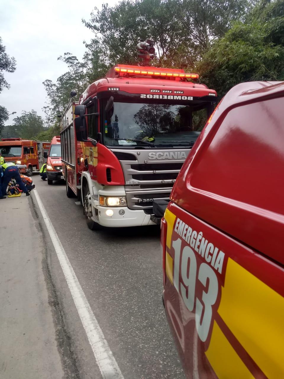 Duas vítimas de queda de moto foram socorridas pelos bombeiros