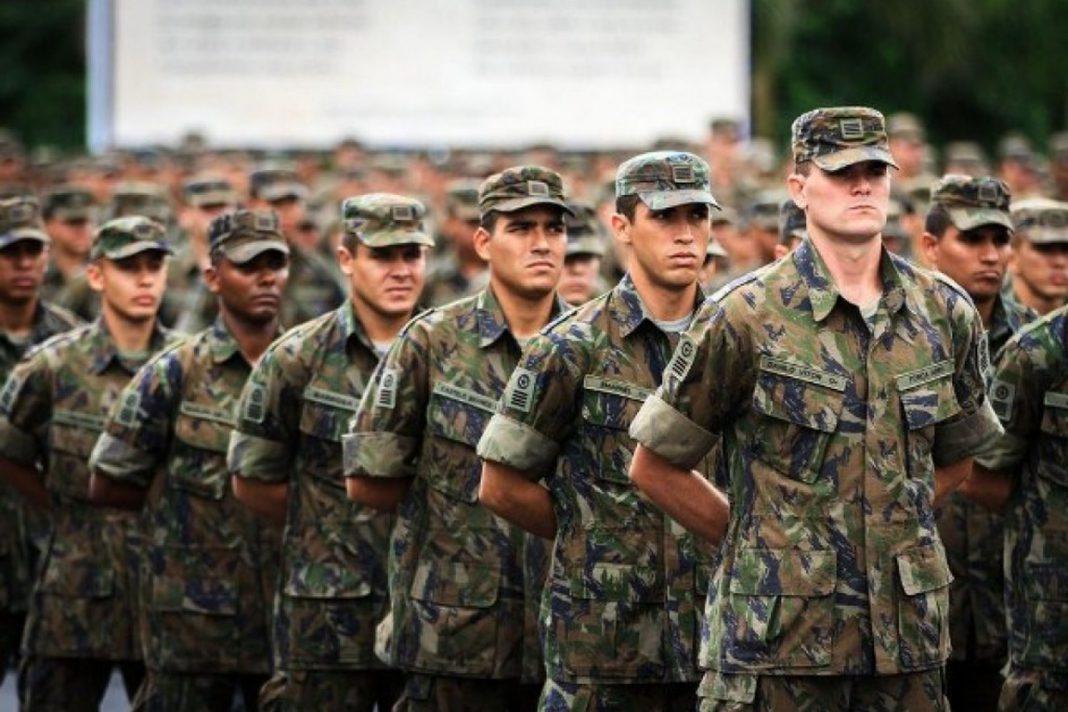 Alistamento: jovens devem verificar situação militar no site do Exército