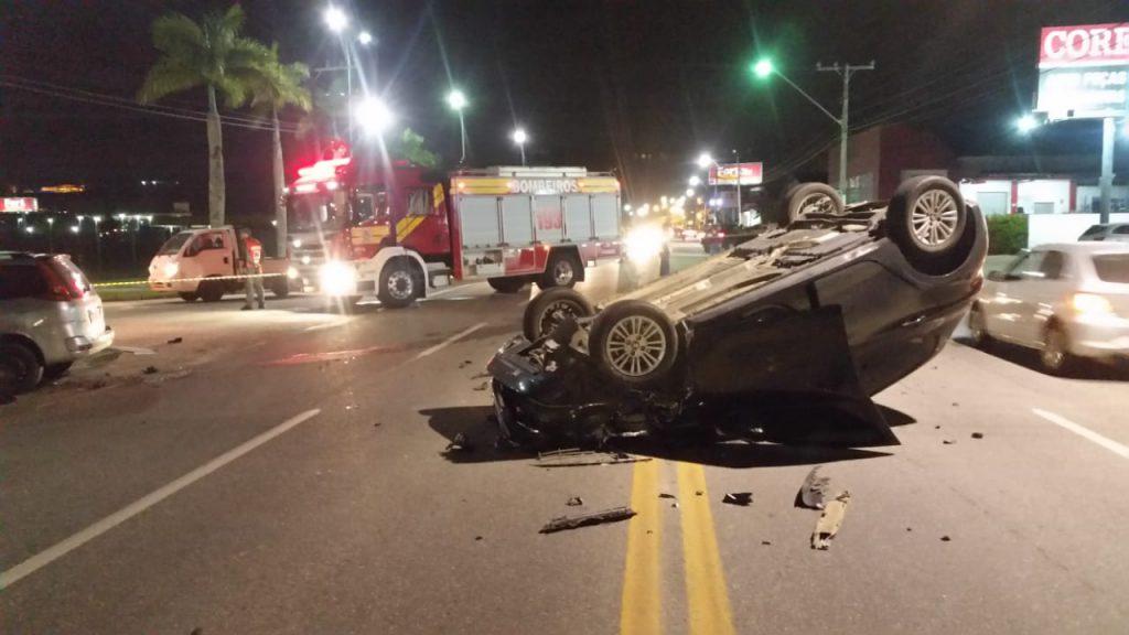 acidente entre dois veículos foi registrado por volta das 19h desta quarta-feira