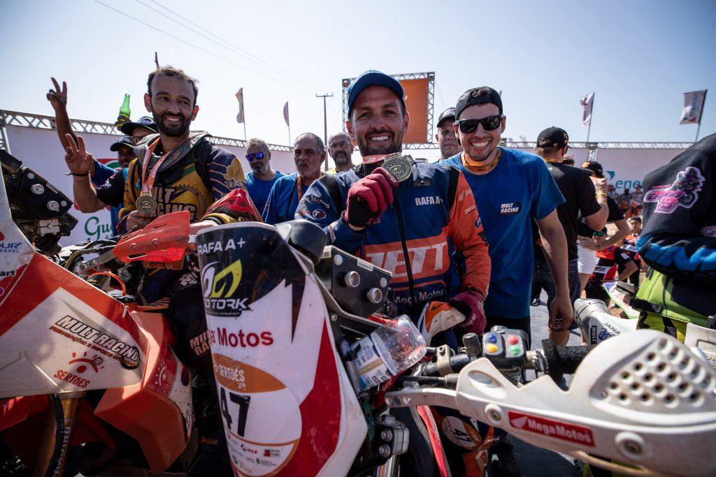 Rafael Espíndola foi campeão do 27º Rally dos Sertões, pela categoria motocicletas nacionais.