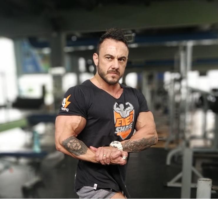 Bodybuilder Douglas Rezini