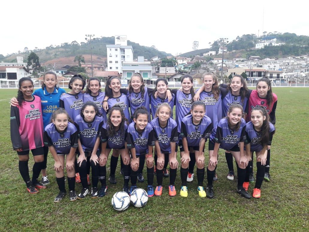 Escola do Paqueta time de futebol feminino