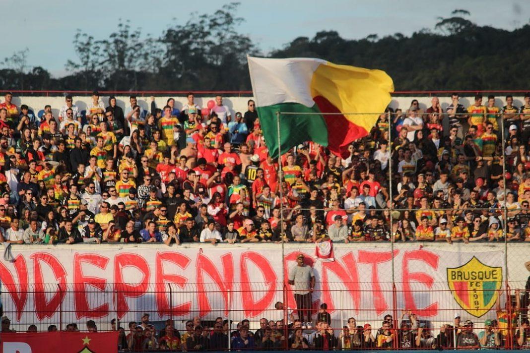 Brusque faz promoção de ingresso para confronto contra o Avaí