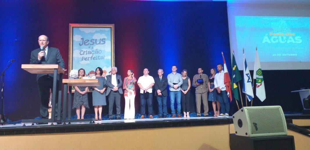 Autoridades homenageadas na noite do evento. (Foto: Diplomata FM)