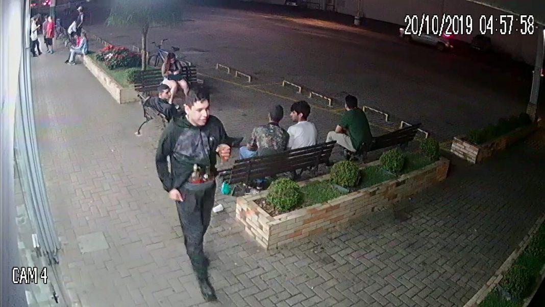 Polícia Civil divulga imagens de furto no centro
