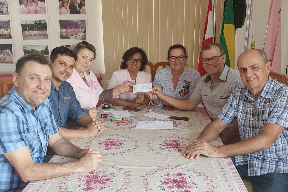 AmpeBr faz doação oficial de valores do 1ª 'Corra por Elas