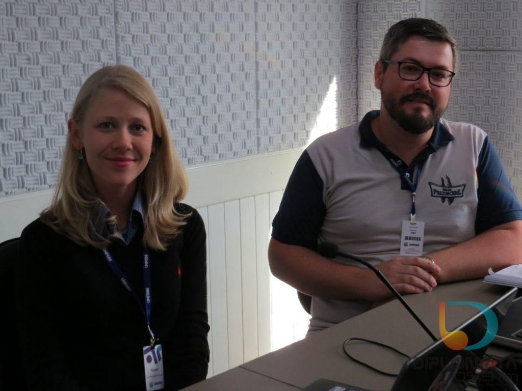 Rodrigo Blödorn e Susan Thiessen no Jornal da Diplomata. (Foto: Diplomata FM)