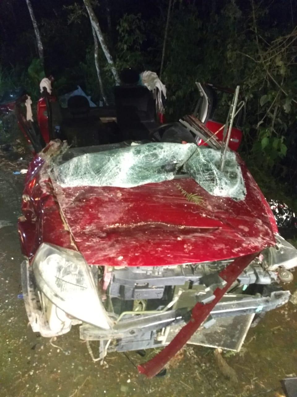 Carro cai em ribanceira em Botuverá