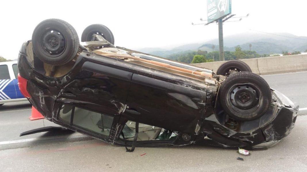 Acidente com capotamento na rodovia termina em prisão por embriagues