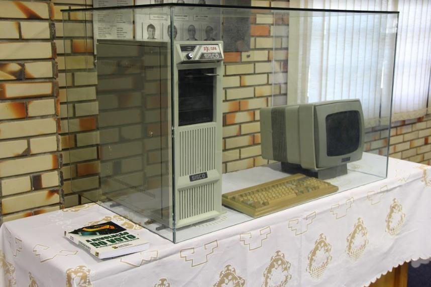 Câmara concede honraria legislativa pelos 30 anos da criação da Urna Eletrônica em Brusque