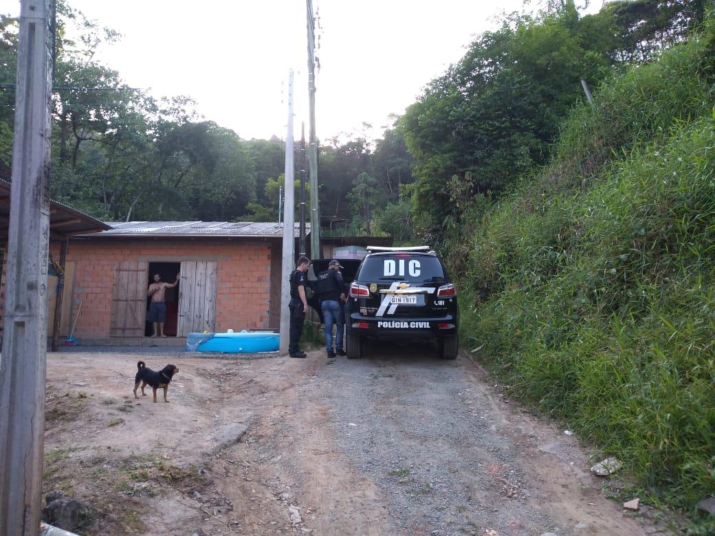Polícia Civil cumpre mandados em Blumenau para apurar roubo em Brusque