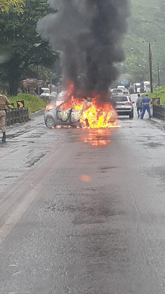 automóvel foi encontrado incendiado