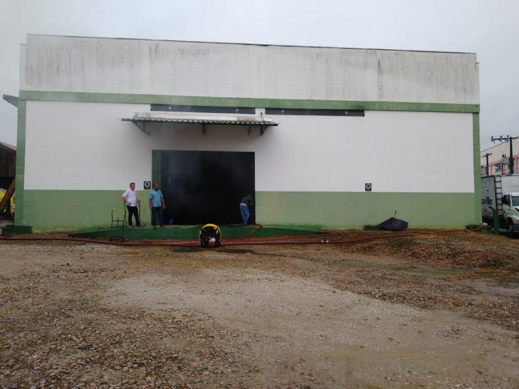 O sinistro atingiu uma edificação com 550M2, no bairro Limoeiro