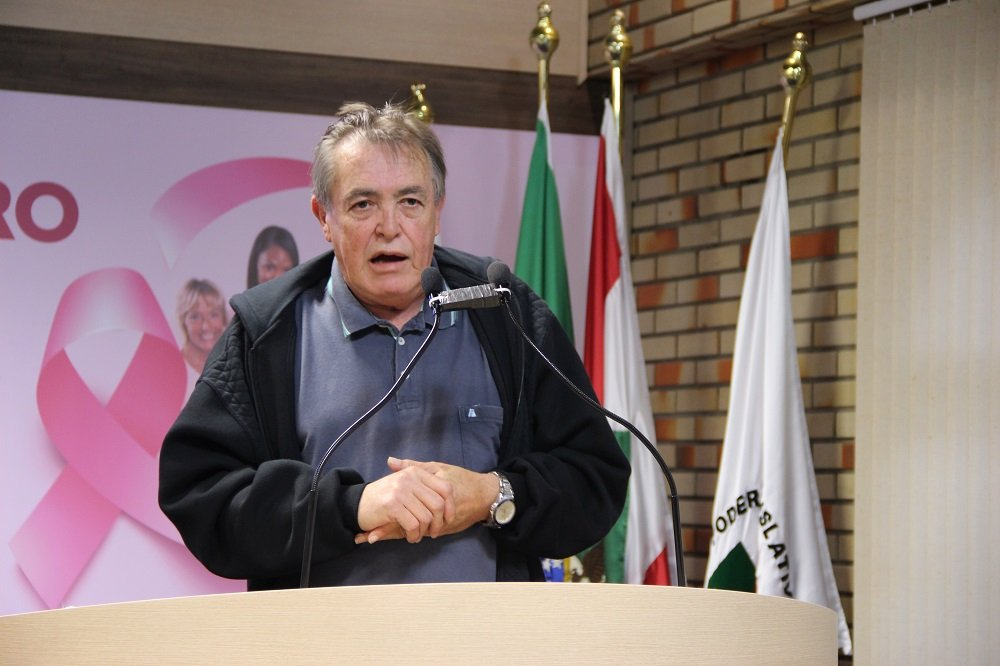Vereador Celso Emydio na tribuna da Câmara