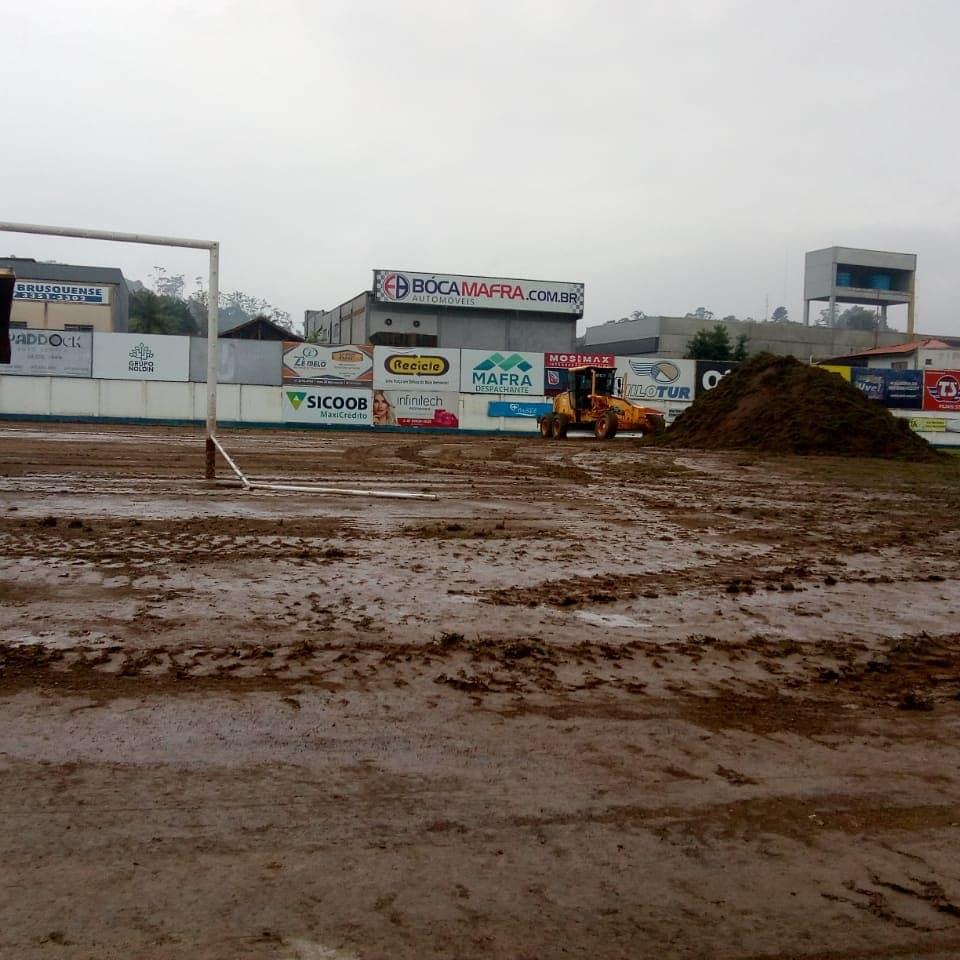 Estádio Augusto Bauer receberá novo gramado em 2020.
