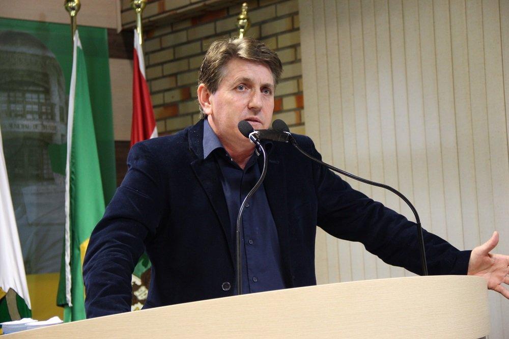 Vereador Gerson Luís Morelli, o Keka, na Tribuna da Câmara.
