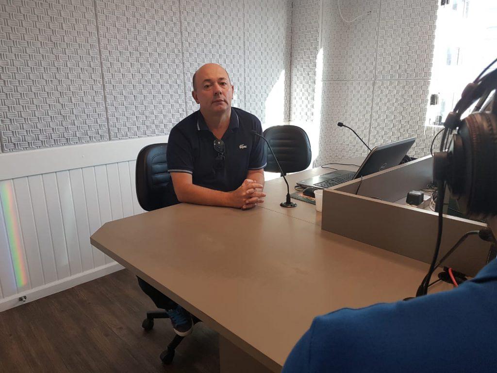 vice-prefeito de Brusque, Ari Vechi, esteve ao vivo no Jornal da Diplomata