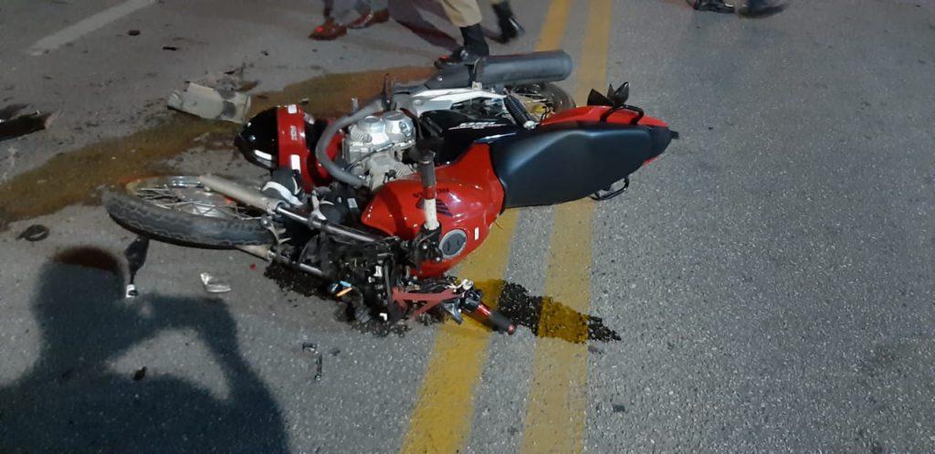 Colisões entre carro e moto movimentaram o Corpo de Bombeiros