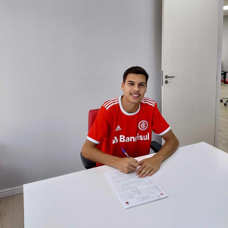 Davi de Souza assinou com o Internacional (Foto: Divulgação?Arquivo Pessoal).