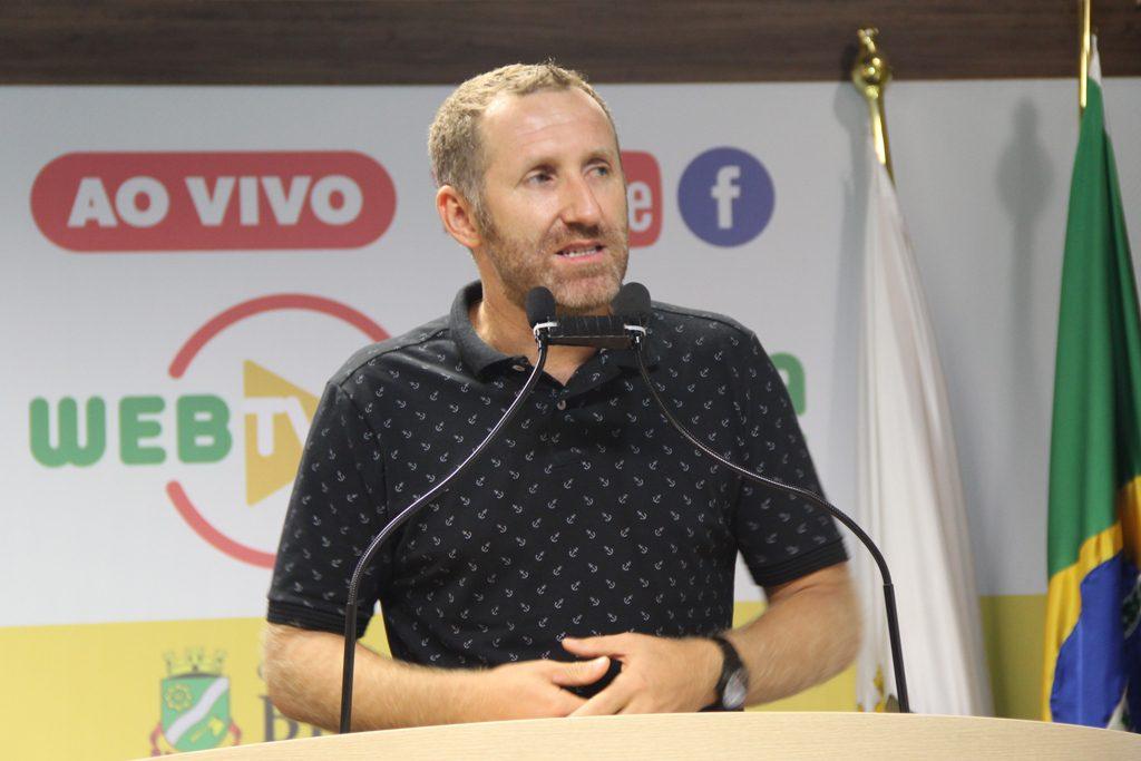 Paulo Sestrem na tribuna da Câmara.