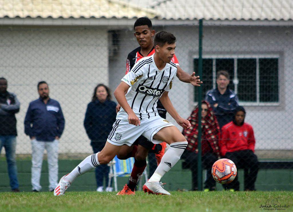 Davi ficou quatro anos na base do Figueirense, de 2015 a 2019 (Foto? Arquivo Pessoal/Divulgação).