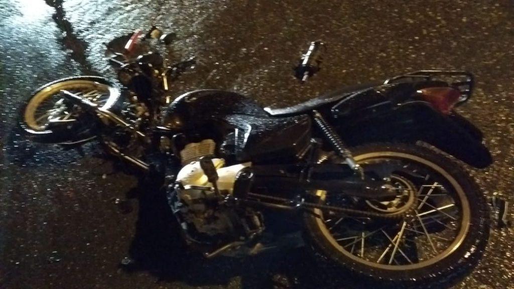 Motociclista fica gravemente ferido em acidente na rua Guabiruba Sul