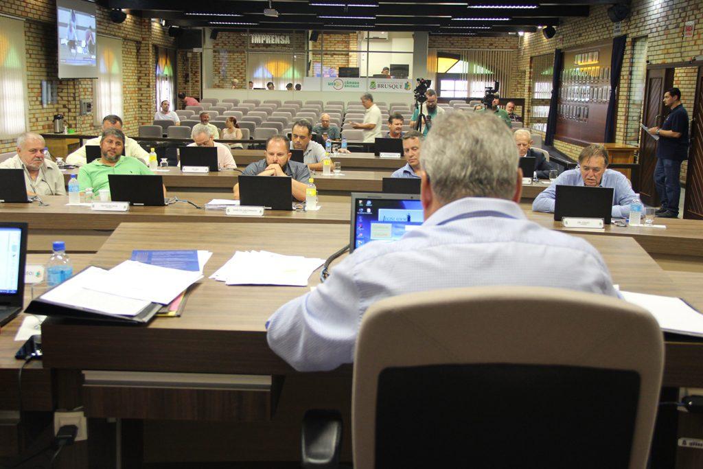 Câmara realizou sessão nesta terça-feira, 18.