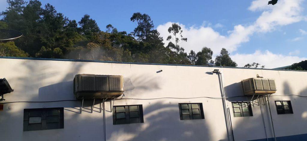 Funcionários da própria empresa conseguiram debelar as chamas, com o uso de onze extintores