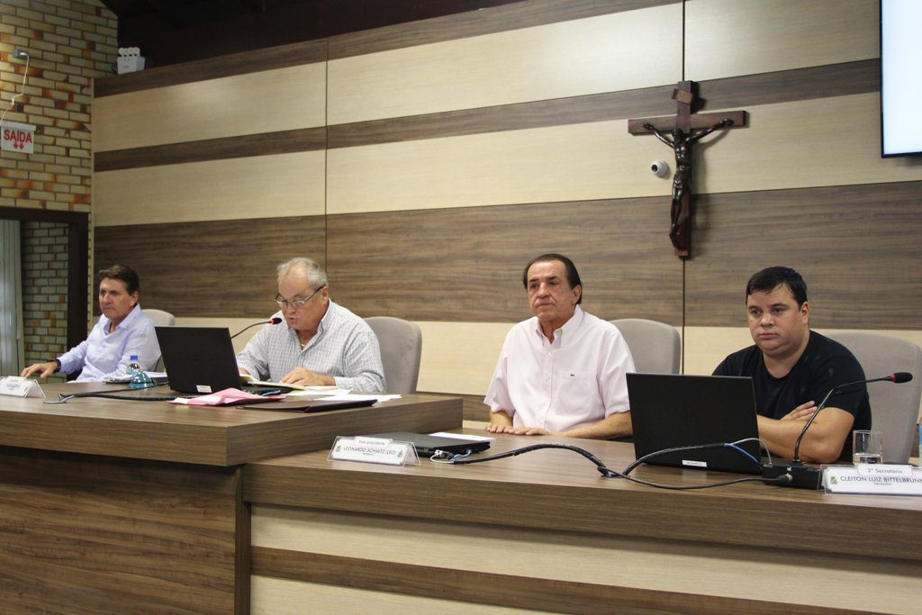 Câmara aprova contas de 2016, ano dos prefeitos interinos e eleições suplementares