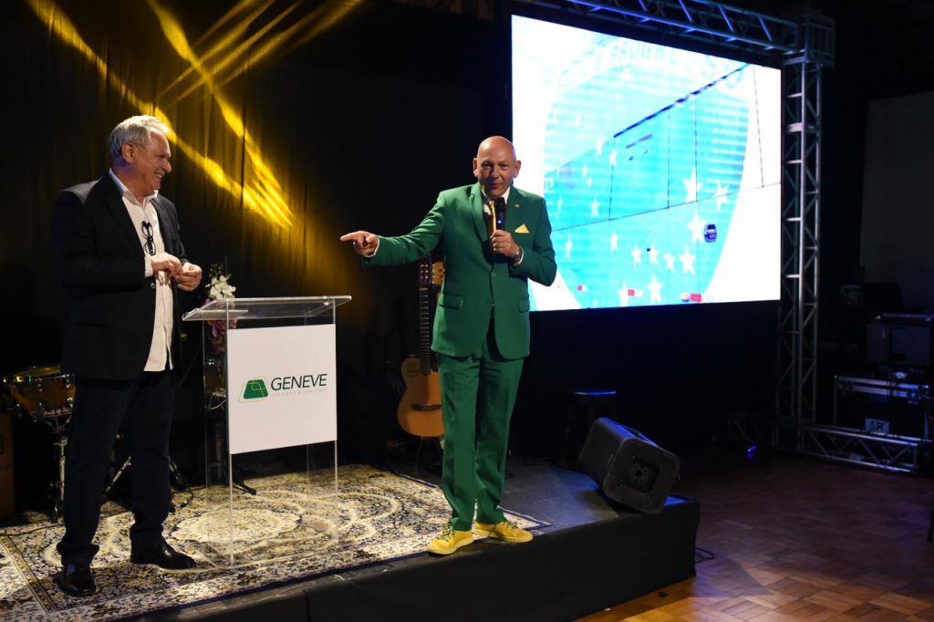 Hermes Klann ao lado do amigo e empresário Luciano Hang