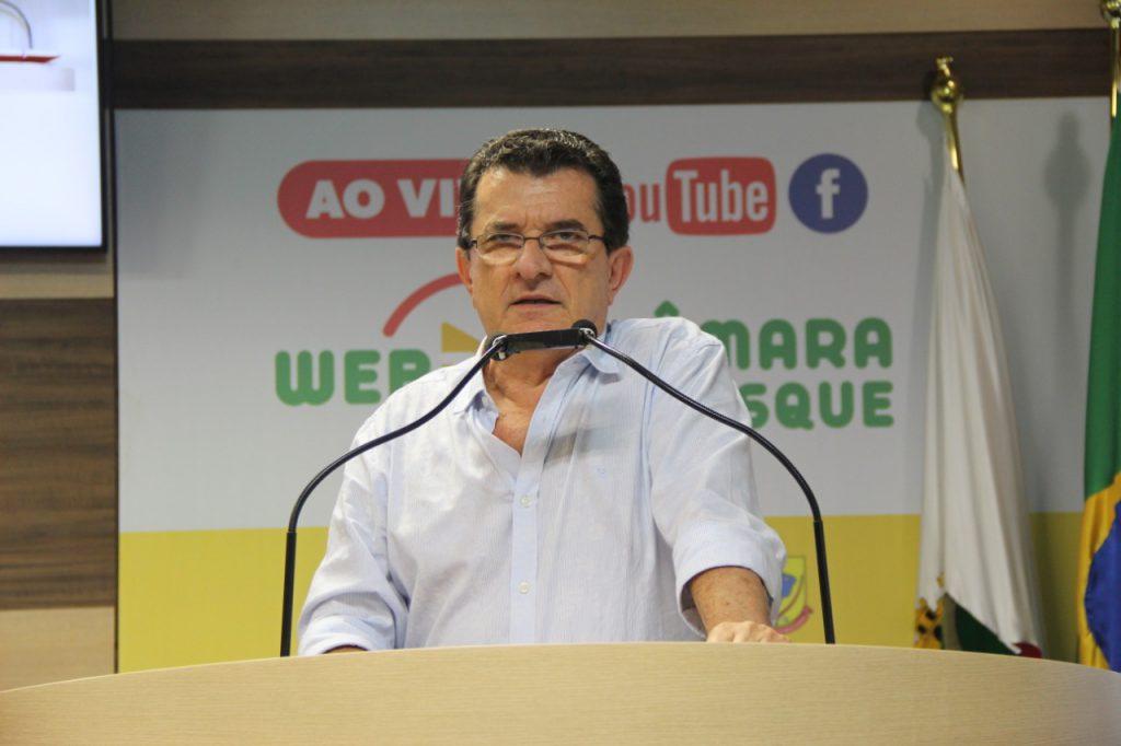 Dejair Machado garante segurança do resevertário do Samae na tribuna da Câmara