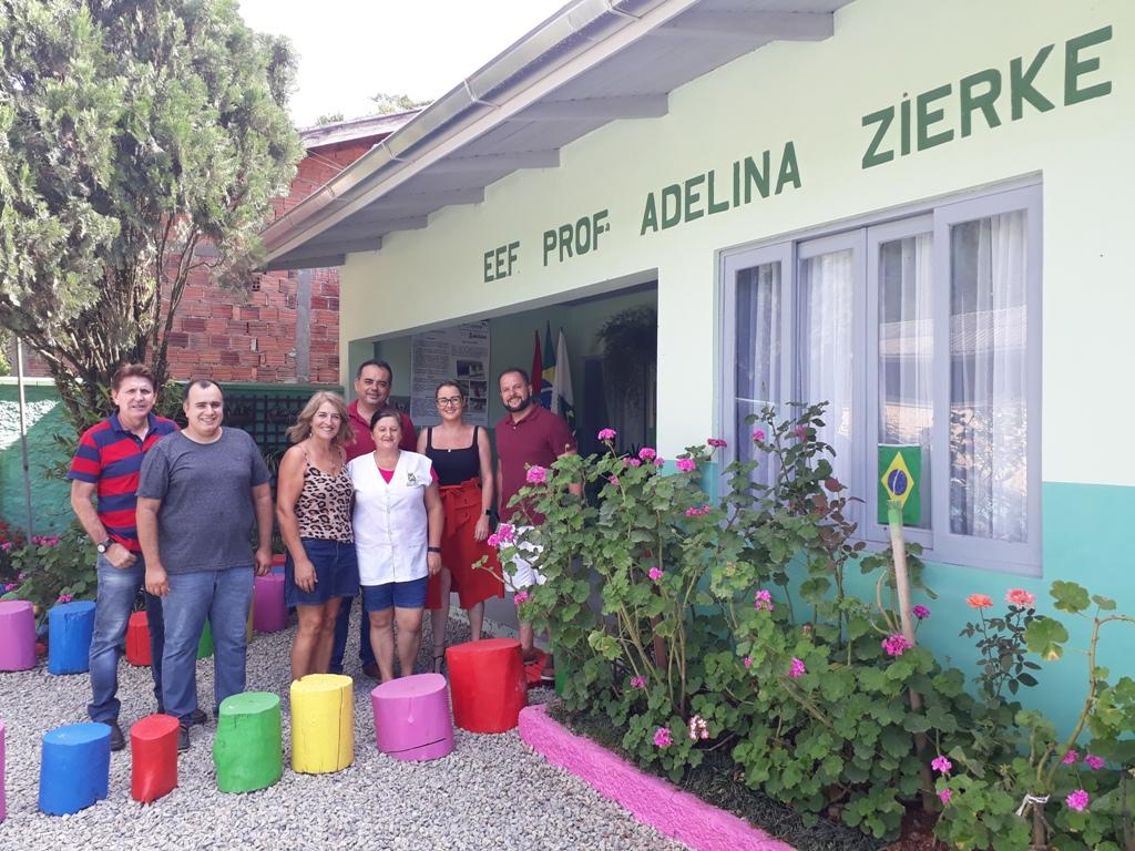 Comissão de vereadores em vista à escola Adelina Zierke (Foto: Assessoria/Câmara).