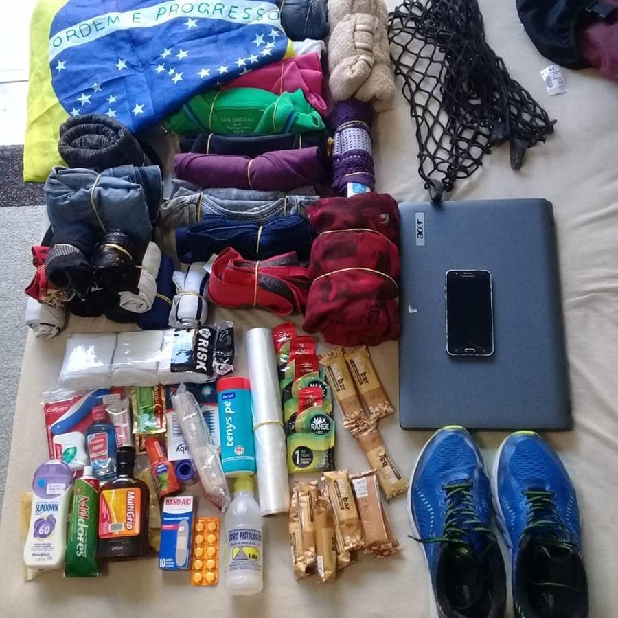 Kit básico de acampamento do Mundo em Duas Bikes.