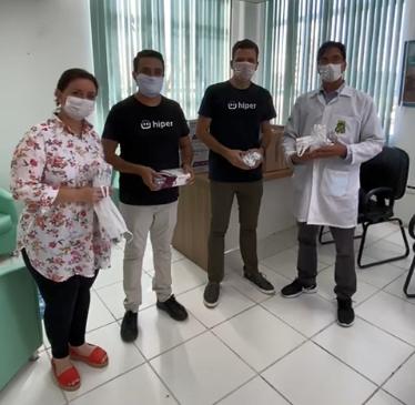Funcionários da Hiper entregam EPI's em ação de páscoa