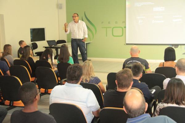 Ruy Godinho durante palestra de capacitação na Fesporte (Foto: Divulgação)