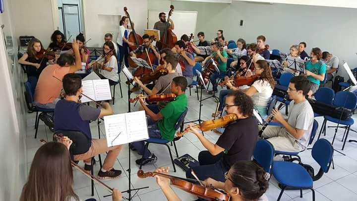 A partitura em pausa e a consternação após fim da escola de música e da orquestra do CESCB