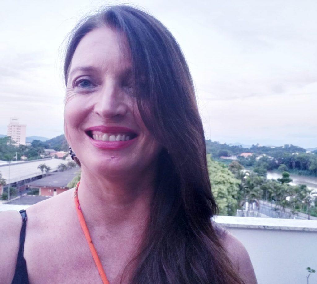 Suzana Mafra é autora de livros infantis, poeta e bibliotecária