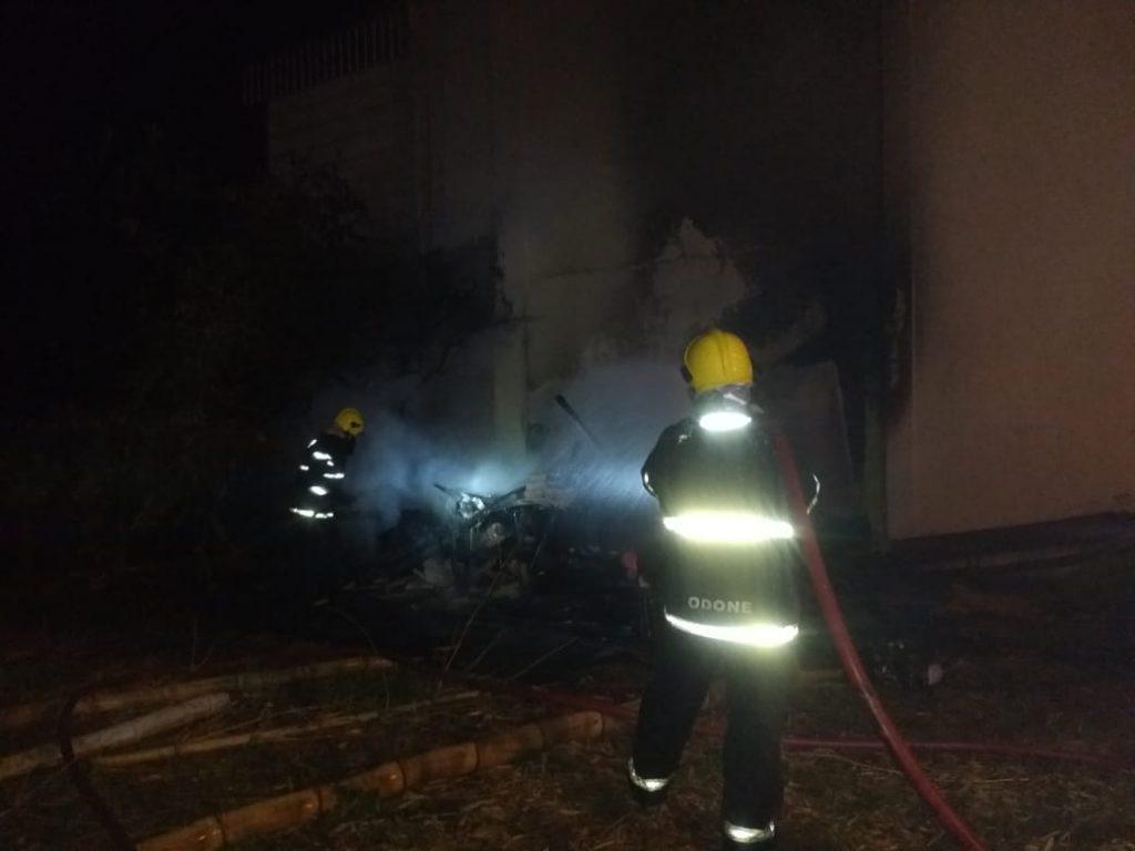 Bombeiros combateram incêndio num rancho de madeira