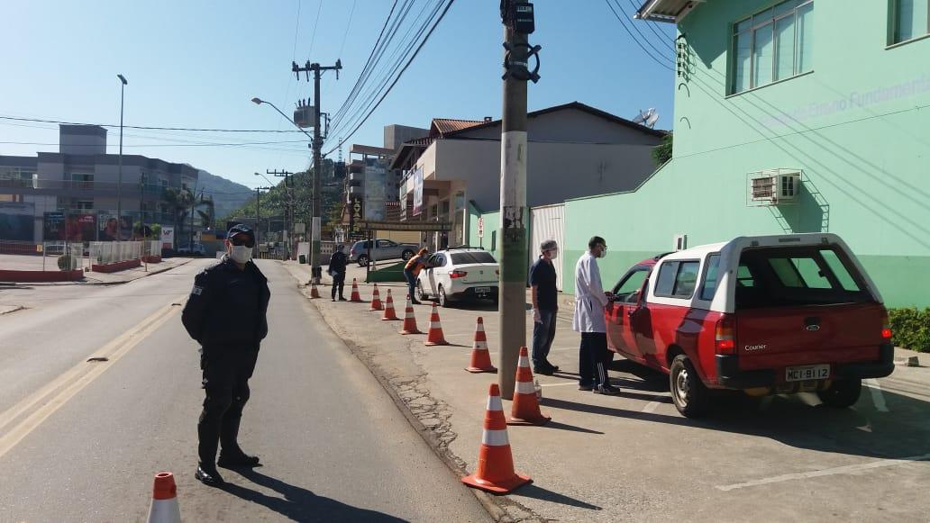Quase 10 mil pessoas foram abordadas na barreira sanitária do bairro Santa Terezinha