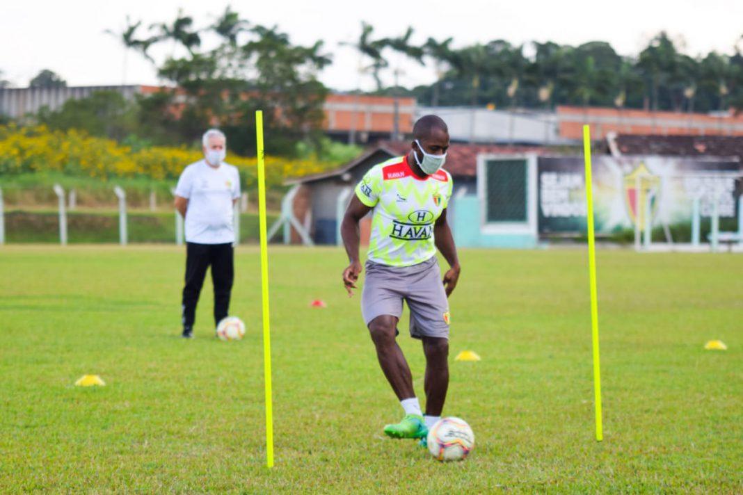 Brusque FC finaliza primeira semana de treinos adaptados na pandemia