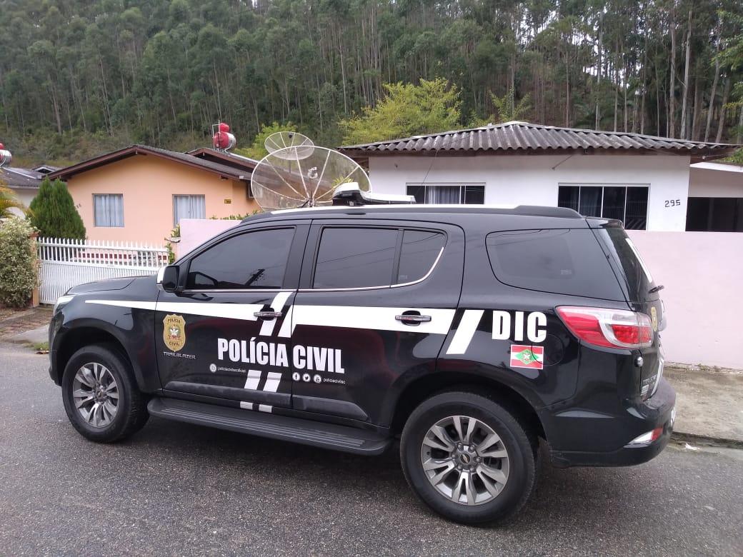 Polícia Civil apreende baterias furtadas e homem é preso por receptação